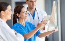 Боли в сердце отдают в левую руку: причины, диагностика и лечение